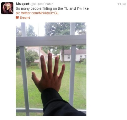 So many people flirting on the TL and I'm like [hand to window]