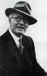 Sean Ó Faoláin - author photo in hat and suit